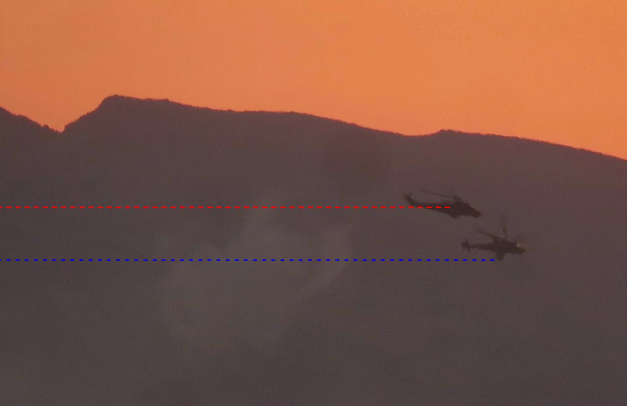 Синим обозначена высота полёта ведущего вертолёта. Красным обозначена высота полёта ведомого вертолёта.